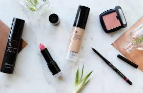 i m always on the look out for amazing natural makeup brands and while the industry is growing i still find it hard to find a brand that meets my