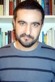 Daniel Ruiz García (Sevilla, 1976) se caracteriza por hacer malabarismos con las palabras. Su maestría narrativa se ... - Daniel-Ruiz-Garcia-t
