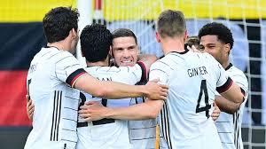 Das spiel der deutschen nationalmannschaft gegen lettland am abend des 7. P0ondmdbuls82m