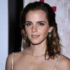 emma watson s freckles steal the show at her paris red carpet premiere vogue