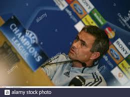 Calcio - Chelsea Press Conference - il campo Nou - Barcellona - Spagna -  30/10/06 il manager del Chelsea Jose Mourinho durante la conferenza stampa  Mandatory Credit: Action Images / Michael Regan Foto stock - Alamy
