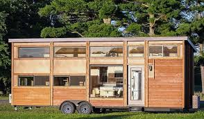 Cette tiny house écolo peut accueillir jusqu'à 10 personnes !   Mini  maison, Vivre dans une tiny house, Petit mouvement maison