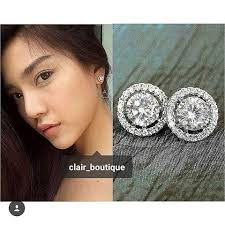 stunning khun prang with our clic luxurious 0 75ct diamond earrings in white gold heart