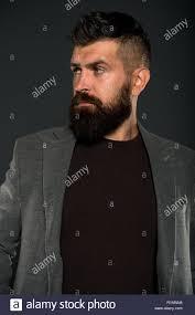 Obtenir La Forme Parfaite Hipster Mature Avec Barbe