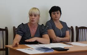 Контрольно ревизионная комиссия отчиталась перед серовскими  Ольга Брылякова инспектор контрольно ревизионной комиссии на фото слева Фото из