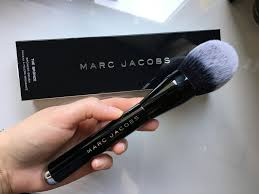 marc jacobs bronzer brush