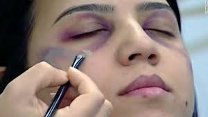 the makeup artist showed how to cover bruising with concealer