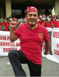 tumpang sekole...?: Before slapping Chinese, Tajuddin should first slap  Najib...