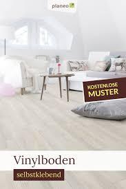 Schließlich wird der bodenbelag mit am meisten beansprucht, sodass es sich duchaus lohnt, hier auf qualität zu setzen. Vinylboden Selbstklebend Besonders Leicht Zu Verlegen In 2020 Vinylboden Wohnzimmer Boden Vinyl