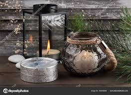 Silber Geschenk Mit Kerzen Vintage Fensterläden Stockfoto