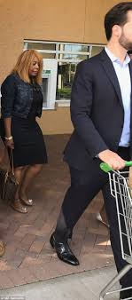 Serena Williams looks ready-to-pop on Florida grocery run   Daily ...