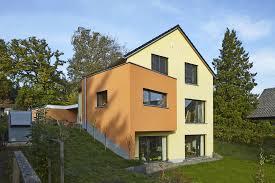 Fassade Grau Fenster Weiss