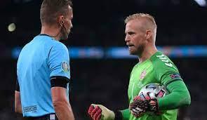 EM 2021: Dänemarks Kasper Schmeichel bei umstrittenem Elfmeter gegen  England geblendet