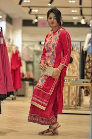at the project eve paired it up with a red palazzos and a golden clutch for the festive vibe simple yet loved the cl this kurti gave to the