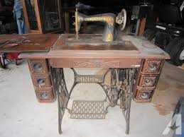 1913 antique singer treadle sewing machine and cabinet