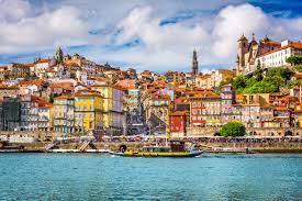 Porto: Die Hauptstadt des Portweins warten auf einen Besuch von Dir.