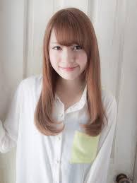 小顔になれるロングヘア髪型ヘアスタイル