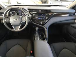 2018 camry interior. pre-dawn grey mica 2018 toyota camry le with upgrade pkg main interior photo in