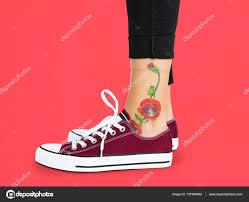 тату на лодыжках цветок татуировки на лодыжке стоковое фото