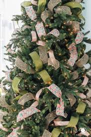 step by step instructions to decorate a tree using ribbon