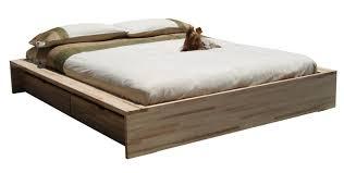 Un altro modo per sfruttare lo spazio sotto il letto è quello di scegliere un letto con cassettoni sottoletto. Letto Comodo Di Cinius Anche Con Cassetti Salvaspazio Sotto Letto