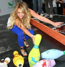 Hilary Duff plays up to the camera as she goes bowling with ...