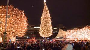 Kansas City Mayor S Christmas Tree Lighting Ceremony Families Pack Crown Center Square For The Mayors Christmas