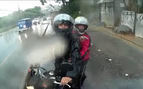 Resultado de imagem para dupla em moto assalto