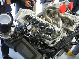 porsche 918 spyder engine. a fully dressed engine (there are no accessory drives) weighs 309 pounds, about 220 pounds fewer than 911 engine. those headers made of inconel, porsche 918 spyder n