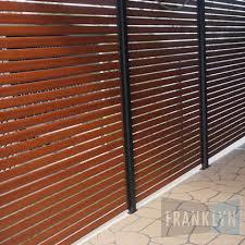 privacy-screen-aluminium-flat-timber-look-franklyn-1.