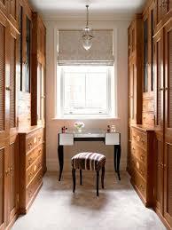 Farmhouse dressing room idea in London