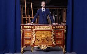 An important French 18th-century Riesener Commode | Christie's