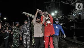 FOTO: Pencarian Pesawat Sriwijaya Air SJ 182 Terus Dilakukan pada Malam  Hari - News Liputan6.com