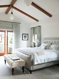 vaulted ceiling decor vaulted ceiling bedroom vaulted ceiling decorating ideas living room