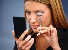 how to use eyelash curler. how to use eyelash curler