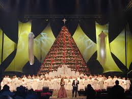 Human Christmas Tree Choir  Christmas Lights DecorationThe Living Christmas Tree Knoxville Tn
