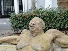 Les sculptures les plus insolite  - Page 6 Images?q=tbn:ANd9GcQCNr16KKQVbWSI87x9tAqMMroxVN-k0SfnO9d0lduFB5u7Hblp