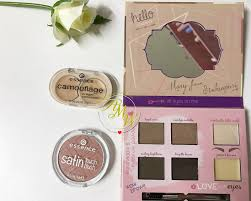 a photo of essence shape and shadows eye contouring palette essence camouflage cream concealer in