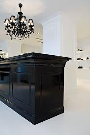 diy meuble intgralement customis grce des moulures plinthes encadrement et boutique reception counter