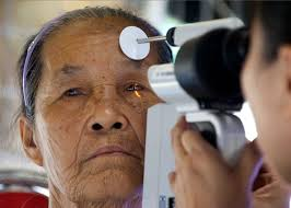 u s department of defense photo essay u s air force lt col thuy tran conducts an eye exam during an operation