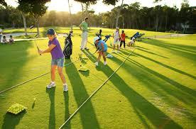 Resultado de imagen de enseñar jugar al golf