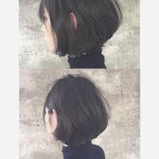 グラデーションボブダークアッシュ シャープなヘアスタイルをしっとり