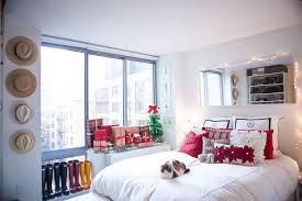 Small Picture Tips for Decorating Small Spaces During the Holidays Covering