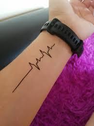 временная татуировка кардиограмма с надписью