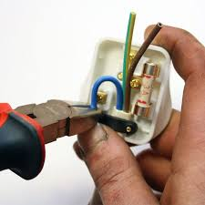 how to wire a plug how to wire a plug trimming the neutral wire to the correct length