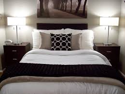 Bed No Headboard Decor Decorate Without Sew Bedroom With Decorating Ideas