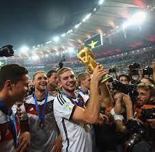 Deutschland gegen slowakei in den neuen dfb trikots. Christoph Kramer Schiedsrichter Ist Das Hier Das Wm Finale Welt