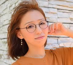 30代以上の女性に強い陽射しの春夏におすすめなメガネの選び方 こと