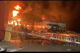 ไฟไหม้โรงงานพลาสติกย่านกิ่งแก้วบานปลาย  ประกาศภาวะฉุกเฉินแจ้งเตือนประชาชนที่อยู่ในรัศมี 3-5  กม.อพยพออกห่างจากจุดเกิดเหตุ สยามรัฐ