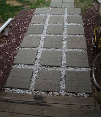 Diy Stepping Stones Decorate The Patio Using Concrete Stepping Stones Carehomedecor